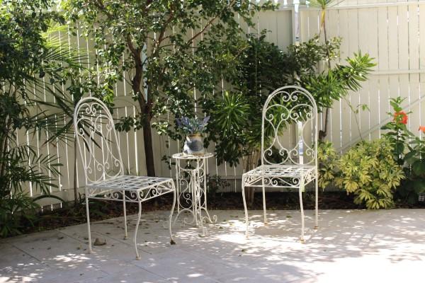 Moving Canvas Art Gallery - Courtyard - 507 Stafford Road, Stafford, Brisbane, Australia 4053